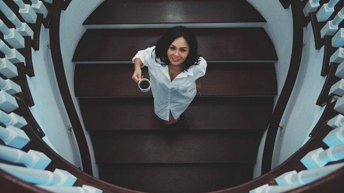 Berkelas, Intip Penampilan Yuni Shara dengan Sederet Barang Branded Saat Pertama Naik MRT