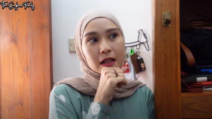 SINDIR Balik Zaskia Mecca, Warga Melintasi Rumah Istri Hanung Ucapkan Ini: 'Bangunin Sahur Diomelin'