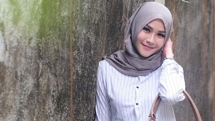 Zaskia Adya Mecca Unggah Foto Tanpa Hijab Istri Hanung Bramantyo Dikritik Netizen Halaman 3 Tribunstyle Com