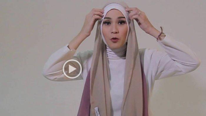 Tutorial Hijab Mudah Ala Zaskia Adya Mecca Bisa Kamu Pakai Ke Acara Formal Lho Tribunstyle Com