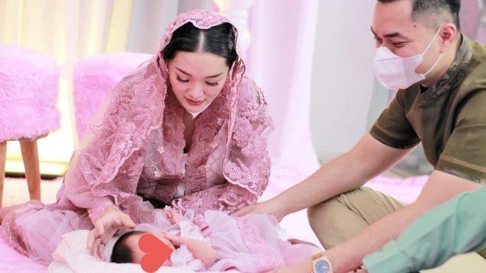 POPULER Pesona Kecantikan Baby Arsila Dipamerkan Zaskia Gotik di Momen Akikah, Banjir Pujian