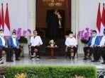 6-menteri-baru-jokowi-kompak-pakai-jaket-biru-ternyata-ini-maknanya.jpg