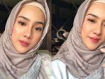 anya-geraldine-mengenakan-hijab.jpg