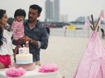 12 Moment Bahagia di Ulang Tahun Putri Atiqah Hasiholan dan Rio Dewanto, Salma Happy Banget!