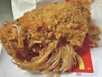 ayam-goreng-berbulu-ditemukan-di-dalam-makanan-cepat-saji.jpg