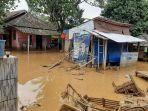 banjir-bandang-menerjang-lima-kecamatan-di-kabupaten-lebak-rabu-112020.jpg
