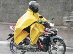 begini-cara-menambal-jas-hujan-dengan-pelapis-anti-bocor-ini-tips-musim-penghujan-berfaedah.jpg