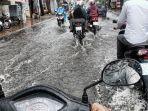 berkendara-saat-hujan_20171210_185344.jpg