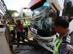 bus-yang-mengalami-kecelakaan-digerek-di-tol-cipali-km-181-cirebon-jawa-barat-sabtu-962018_20180611_200249.jpg