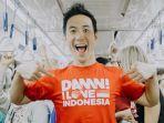 daniel-mananta-mengenakan-kaus-damn-i-love-indonesia.jpg