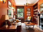 desain-interior-rumah-berwarna-oranye-1.jpg