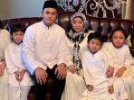 fadel-islami-berfoto-bersama-muzdalifah-dan-kelima-anaknya.jpg