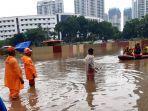 foto-daftar-titik-banjir-jakarta-hujan-deras-sejak-pagi-hari-simak-prediksi-cuaca-bmkg-hari-ini.jpg