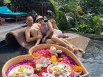 iis-dahlia-liburan-romantis-bersama-sang-suami-di-bali-nm.jpg