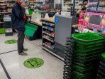 jaga-jarak-di-kasir-supermarket.jpg