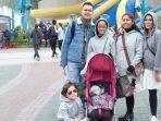 keluarga-andhika-pratama-dan-ussy-sulistiawaty_20180104_195747.jpg