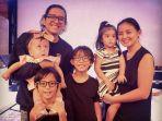 keluarga-joanna-alexandra-dan-raditya-oloan_20180530_213219.jpg