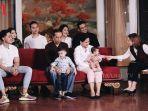 keluarga-jokowi-berfoto-dengan-formasi-lengkap.jpg