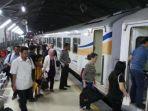 kereta-api-indonesia_20180605_195748.jpg