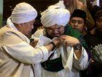 kisah-opick-bawa-rambut-nabi-muhammad-saw-ke-indonesia-ustaz-derry-sulaiman-mengaku-tak-bisa-tidur.jpg