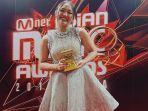 marion-jola-menang-di-mama-2018-best-new-asian-artist-indonesia.jpg