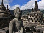 patung-buddha-di-candi-borobudur_20161217_200449.jpg