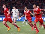 pemain-persija-jakarta-simic-saat-mencetak-gol-ke-gawang-bali-united_20180217_224028.jpg