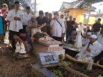 pemakaman-yani-dan-arzaq.jpg