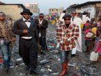 pemberontakan-normatif-rakyat-miskin-dengan-baju-mode-kelas-atas-sapeur-ingin-buat-iri-tetangga.jpg
