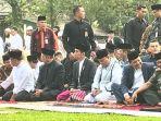presiden-joko-widodo-dan-ibu-negara-iriana-melaksanakan-shalat-idul-fitri_20180615_094504.jpg