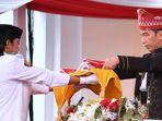 presiden-jokowi-menerima-bendera_20170819_121645.jpg