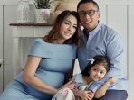 reisa-broto-asmoro-dan-keluarga_20180330_135305.jpg