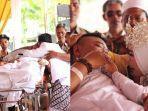 seorang-ayah-datang-ke-pernikahan-anaknya-diantar-ambulans.jpg