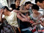 seorang-perempuan-coba-bunuh-diri-di-dalam-bus_20170102_135045.jpg