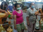 sri-wahyuni-penjual-jamu-di-pasar-legi-solo-yang-tetap-patuhi-prokes-di-tengah-pandemi-covid-19.jpg