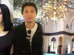 syahrini-reino-barack-masjid-tokyo-camii.jpg