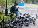 Tafsir & Arti Mimpi Memberi Makan Burung, dari Memberi Makan Elang hingga Burung dalam Sangkar