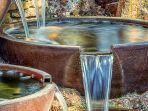 tips-feng-shui-menggunakan-air-mancur-di-taman-rumah-untuk-membawa-kekayaan-rezeki.jpg