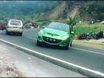 video-viral-mobil-mazda-hijau-gagal-ngedrift-di-tawangmangu_20181019_162855.jpg