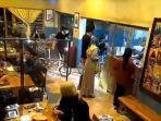 viral-rombongan-gowes-brompton-bawa-masuk-sepeda-ke-dalam-kafe.jpg