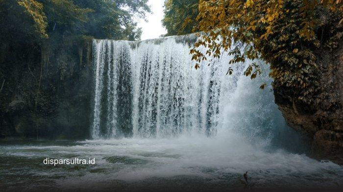 Air Terjun Walamba merupakan salah satu destinasi wisata Sultra, terletak di Desa Wining, Kecamatan Pasarwajo, Kabupaten Buton.