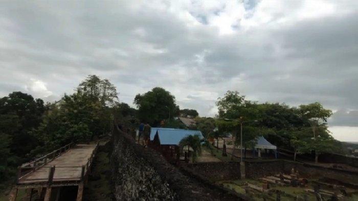Benteng Keraton Buton, Kota Baubau, Sulawesi Tenggara, merupakan situs budaya peninggalan Kesultanan Buton.