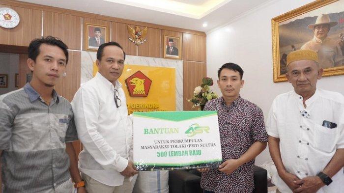 DPD Gerindra Sultra serahkan bantuan Baju ke Perkumpulan Masyarakat Tolaki. Bantuan dari baju itu juga berasal dari ASR.