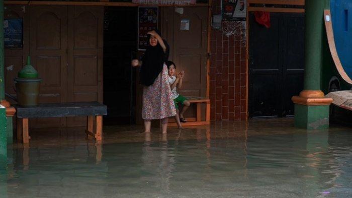 Banjir Rob, Belasan Rumah di Baubau Terendam Air Laut: Sudah Tiga Hari Pemerintah Belum Datang