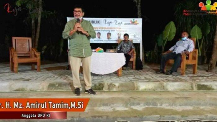 Anggota DPR-RI Amirul Tamim menyampaikan perasannya ketika berda di Warkop X Bro, Jl Made Sabara, Kelurahan Korumba, Kecamatan Mandonga, Kota Kendari, Jumat (26/3/2021). Diskusi rencana pemekaran Provinsi Kepulauan Buton (Kepton).