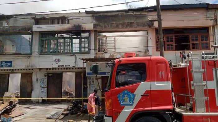 6 Unit Mobil Damkar Dikerahkan, 5 Ruko Dekat Pasar Kota Lama Kendari Ludes Diamuk Si Jago Merah