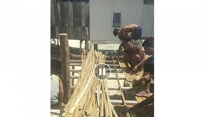 Warga Kelurahan Watolo, Kabupaten Buton Tengah, Sulawesi Tenggara, gotong-royong membuatkan rumah untuk Wa Binta (79), seorang nenek yang diusir anak kandungnya dari rumah.