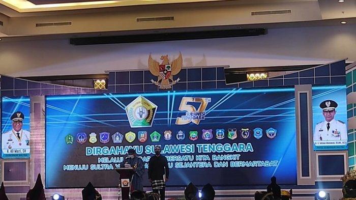 Gubernur Ali Mazi saat memimpin perayaan HUT ke 57 Sultra di Hotel Claro Kendari, 27/04/2021).