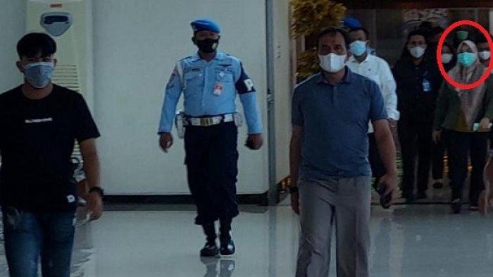 Bupati Kolaka Timur, Kepala BPBD & 2 Ajudan Naik Batik Air Terbang Langsung ke Gedung KPK Jakarta