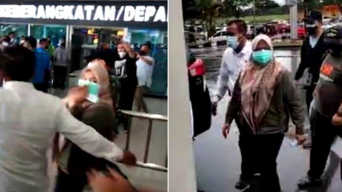 Bupati Koltim Andi Merya Nur tiba di Bandara Haluoleo setelah menaiki mobil minibus merek Toyota Kijang Innova bernomor polisi DT 1580 CA